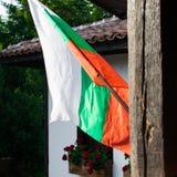 保加利亚旗子接近的看法在大阳台的 库存照片
