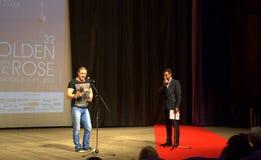 保加利亚演员阿森Blatechki金黄玫瑰阶段 免版税图库摄影
