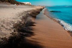 保加利亚的沿海,构造在一个海边假日的概念的黑沙子,背景,自然本底 免版税库存照片