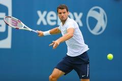 从保加利亚的职业网球球员格里戈尔・季米特洛夫为美国公开赛实践2014年 免版税图库摄影