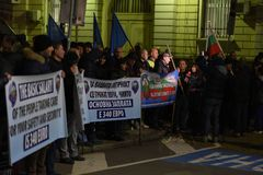 保加利亚警察的示范在要求的索非亚在薪金的15%增量,起草内政部的新的法律 库存照片