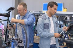 保单工作者被烙记的自行车 免版税库存照片