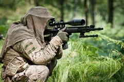保卫的陆运他的狙击手 免版税库存照片