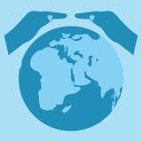 保存世界标志 地球保存 变褐环境叶子去去的绿色拥抱本质说明说法口号文本结构树的包括的日地球 免版税库存图片