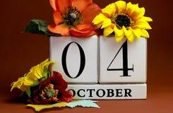 保存日期白色块日历10月4日 库存照片