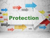 保密性概念:箭头在难看的东西墙壁背景的whis保护 库存图片