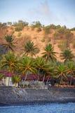 保护在巴厘岛, Indones海岛上的防波堤Candidasa镇  免版税图库摄影