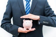 保护存钱罐--挽救的概念 库存照片