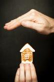 保护您的房子保险和保护 库存图片