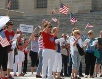 保护我们的边界的集会,美国人首先来 库存图片