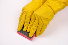 保护有橡胶手套的妇女手免受洗涤剂作为他们 图库摄影