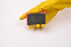 保护有橡胶手套的妇女手免受洗涤剂作为他们 库存照片