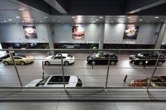 保时捷汽车待售在陈列室里 免版税图库摄影