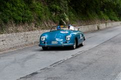 保时捷356 1500个SPEEDSTER 1954年1在集会Mille Miglia的一辆老赛车2017年 免版税库存图片