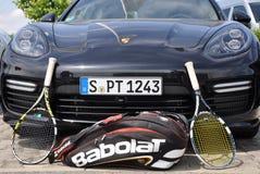保时捷Panamera和网球拍 免版税库存照片