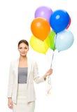 保留五颜六色的气球的女性商人画象  库存照片
