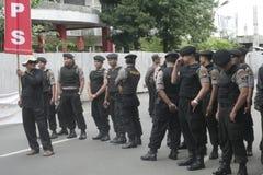 保留传统市场贸易商行动示范苏加诺的警察在Sukoharjo 图库摄影