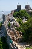 保留塔和摩尔人城堡长的悬墙  辛特拉 Po 库存图片