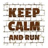 保留安静和奔跑,在风格化砖墙打印的诱导电话 您的设计的织地不很细题字 向量 库存例证