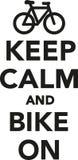 保留安静并且骑自行车  库存图片