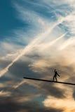 保留平衡的雕刻的人在天空 库存照片