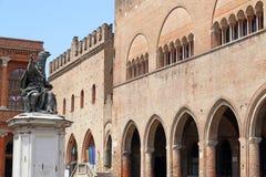 保禄五世雕象Cavour广场在里米尼 免版税库存照片