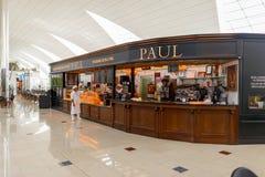 保罗咖啡馆在机场 库存图片