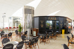 保罗咖啡馆在机场 免版税库存照片