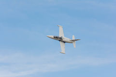保罗稠粘的斯特里克兰是飞行L-39 Albatros喷气机 免版税库存照片