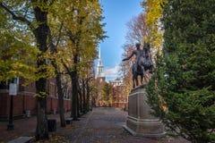 保罗・雷韦雷雕象和老北部教会-波士顿,马萨诸塞,美国 免版税库存图片