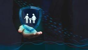 保险公司的概念对保险柜和支持的顾客, F 库存照片