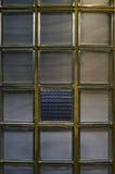 保险开关大块玻璃墙壁半在周围在与残破的p的减速火箭的设计 免版税图库摄影