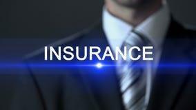 保险,在按在屏幕,安全,保护上的正式衣服的男性按钮 股票视频