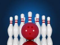 保龄球栓和球在蓝色背景 免版税图库摄影
