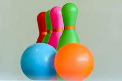 保龄球玩具是五颜六色的它完善对乐趣和适用于孩子 库存照片