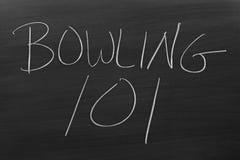 滚保龄球的101在黑板 免版税图库摄影