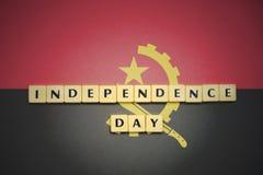 信件与文本在安哥拉的国旗的独立日 库存图片