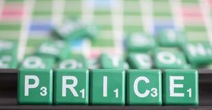 信件绿色拼字游戏拼写词价格 免版税库存照片