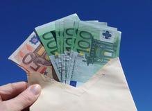 信包查出的货币白色 免版税库存图片