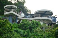 信号小山观测所塔在亚庇,马来西亚 免版税库存照片