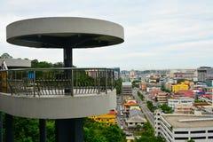 信号小山观测所塔在亚庇,马来西亚 库存照片