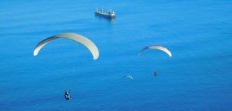 从信号小山,开普敦的滑翔伞 库存图片
