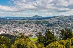 从信号小山,新西兰峰顶看见的达尼丁  图库摄影