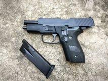 信号绍尔河P228 airsoft 6 mm子弹球手枪枪 图库摄影