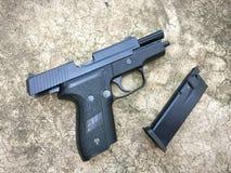 信号绍尔河P228 airsoft 6 mm子弹球手枪枪 库存图片