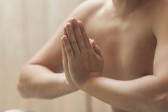 信奉瑜伽者的训练 免版税库存照片