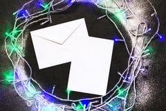 信封和圣诞节装饰 库存照片