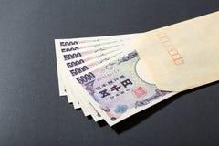 信封和日本钞票5000日元 免版税库存图片