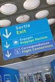 信息符号在Roissy,巴黎法国 库存图片
