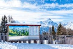 信息Dolomiti的标志和地图与特伦托自治省女低音Adig的 免版税库存图片